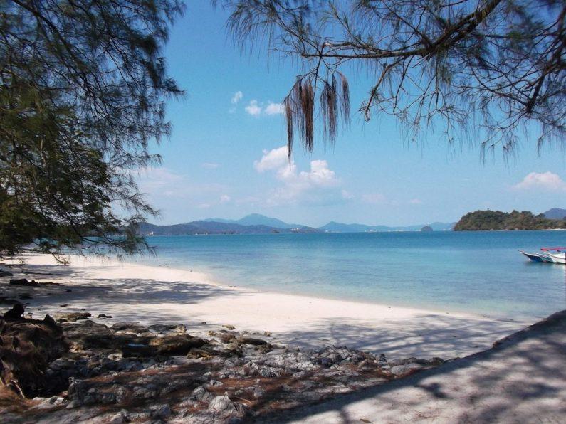Une plage de Langkawi