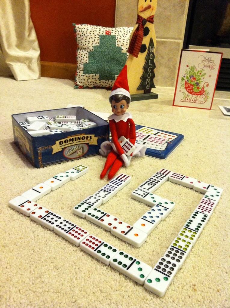 utin qui joue aux dominos